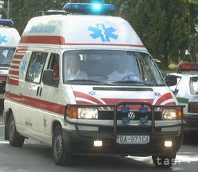 Pri nehode za obcou Tarnov sa zranili štyria ľudia