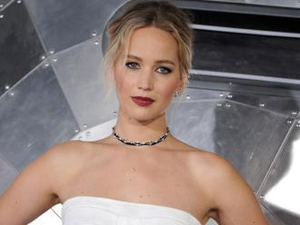 Facebookers slam Jennifer Lawrence for call to ID neo Nazis       CNET