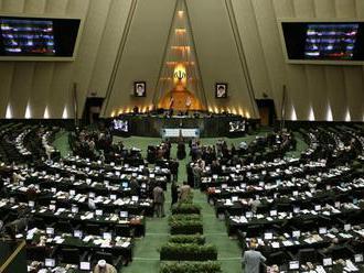 Iránsky parlament schválil zvýšenie výdavkov na rakety a gardy