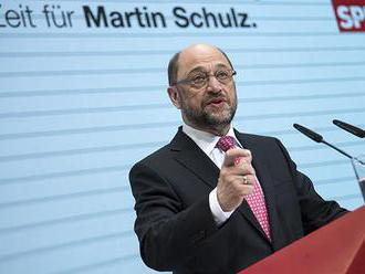 Hlavný súper Merkelovej Schulz je stále presvedčený, že ju môže zosadiť