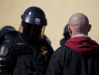 Nástup extrémizmu považuje podľa prieskumu za závažný problém až 71 percent Slovákov