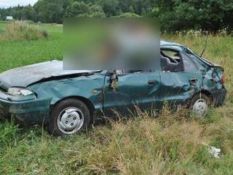 Druhá nehoda v okrese Turčianske Teplice: Vodič   vyšiel z vozovky a skončil v poli