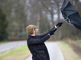 Meteorológovia varujú pred silným vetrom: Výstrahy platia až do nedele