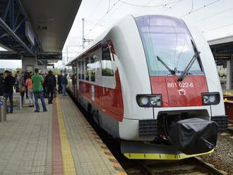 Incident na železnici: Pri Žarnovici sa na obed odpojil rušeň od súpravy