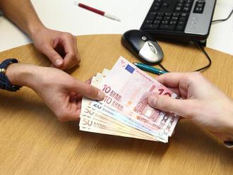 Koniec pôžičkového boomu na Slovensku: Tvrdé obmedzenia, rodiny sa nemusia dostať k peniazom!