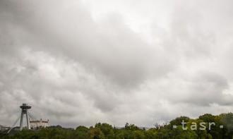 V nedeľu bude oblačno, miestami prehánky