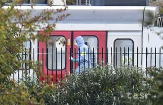 Britská polícia pátra po ďalších podozrivých z útoku v metre