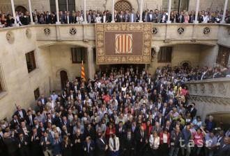 Polícia v Katalánsku podnikla razie, hľadala referendové tlačivá
