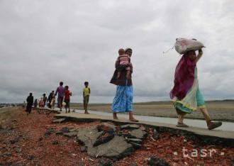 Bangladéš obmedzuje pohyb utečencov z Mjanmarska a očkuje ich deti