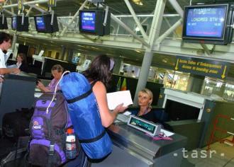Cestujúci letu do Londýna sa museli podrobiť dodatočnej kontrole