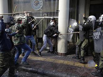 Demonštráciu k výročiu vraždy gréckeho rapera sprevádzali zrážky s políciou