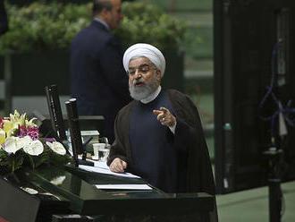 """Iránsky prezident Rúhání pozýva Američanov na """"večeru"""""""