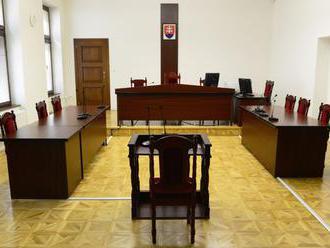 Sudcovia nerozdeľujú prípady ex offo spravodlivo, advokáti sa sťažujú