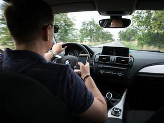 Mladých vodičov zrejme neminú psychotesty, spôsobujú havárie