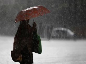 Dnes von bez dáždnika nevychádzajte: Slovensko potrápia lejaky, tu si dajte najväčší pozor