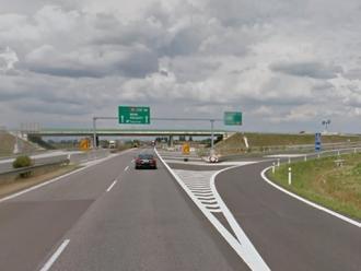 Dopravná nehoda na diaľnici D2: Zasahuje deväť hasičov