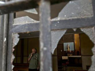 Proti pápežovej návšteve v Čile protestovali útokmi na kostoly