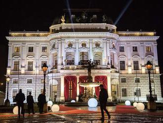 Ples v opere otvoril slovenskú plesovú sezónu, prišiel aj Karel Gott