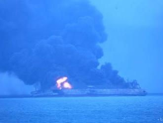 Iránsky tanker, ktorý týždeň horel, sa potopil