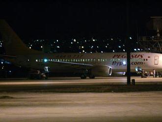 V Turecku na letisku pri Čiernom mori zišlo z dráhy lietadlo