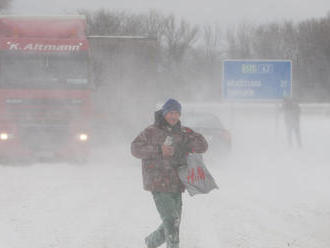 SHMÚ varuje: V noci a zajtra sa môžu tvoriť snehové jazyky a záveje