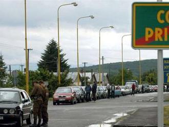 Nitrianski colníci zadržali v blízkosti hranice auto s 19 nelegálnymi migrantmi