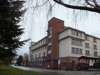 Chátrajúcu nemocnicu v Trenčianskych Tepliciach premenia na bytový dom