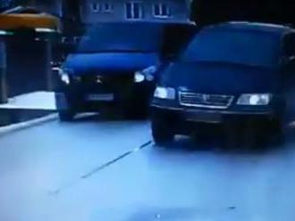VIDEO: Vodič v okrese Čadca predbiehal v zákrute: Drzosť alebo nevedomosť?