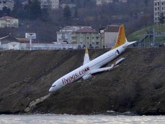 Lietadlo plné cestujúcich delili v Turecku iba metre od katastrofy