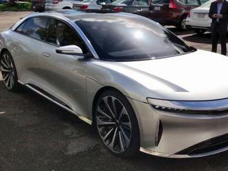 Nový elektromobil má priniesť Hnúšti ekonomické aj ekologické pozitíva