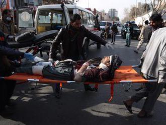 Útok na predvolebnom zhromaždení si vyžiadal najmenej 14 mŕtvych