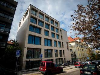 Čiernu stavbu pod Bratislavským hradom podľa starostu možno zbúrajú, jej výstavbu nedokázali zastavi