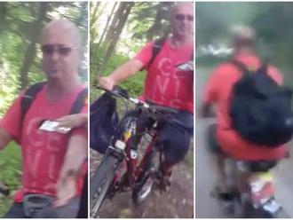 Hulvát v žilinskom lesoparku: VIDEO Počas jazdy na bicykli vyhadzoval plastový odpad!