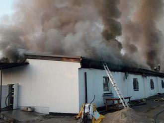 VIDEO Veľký požiar v Bratislave: SHMÚ varuje, obmedzte pohyb vonku!