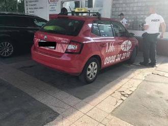 FOTO Majiteľ octavie v Prievidzi zažil škaredý šok: Narazil do neho taxikár, ale... karma je zdarma!