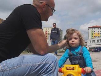 Rodiny s malými deťmi sa tešili predčasne: Rodičovský príspevok vyšší nebude