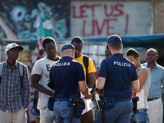 Stovky migrantů a Romů přišly v Itálii o střechu nad hlavou