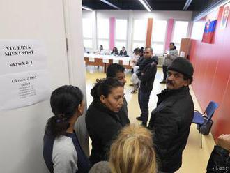V trebišovskej rómskej osade je o voľby záujem, voliči čakajú v radoch