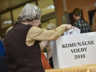 V Dome tretieho veku v Petržalke odvolila aj takmer 92-ročná Anna