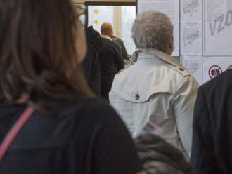 VIDEO:V Pezinku chodili dopoludnia k volebným urnám najmä starší ľudia