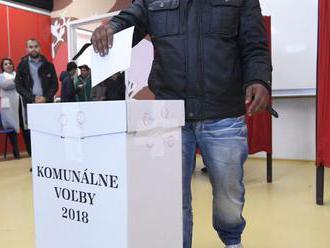 Rómski obyvatelia Rakús majú volebnú miestnosť priamo v osade