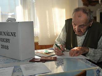 V Šamoríne sú voľby pokojné, voliči požiadali aj o prenosnú urnu