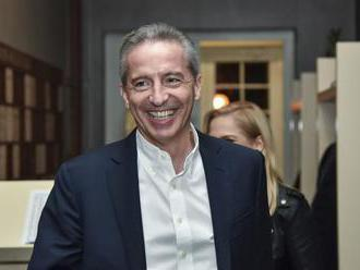 V. MIKA UZNAL PORÁŽKU, ZA VÍŤAZA VOLIEB OZNAČIL M. VALLA