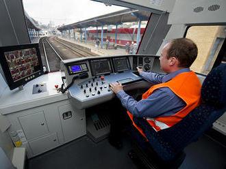 Nie sú možné vlaky zadarmo aj dobré zaplatení zamestnanci, tvrdí SaS
