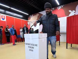 Voľby na Luníku IX narušil incident s lístkom s menom kandidáta