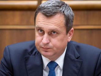 Včera Lajčák, dnes PET fľaše: SNS torpéduje koaličnú politiku tak často, že to stojí za prehľad