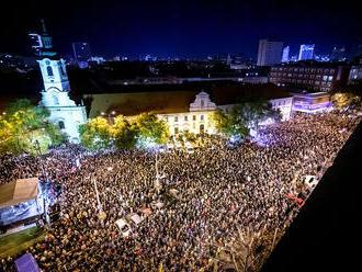 Na bratislavskom námestí SNP opäť štrngali tisícky ľudí