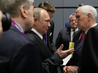 Putin a Pence debatovali v Singapure o kontrole zbraní