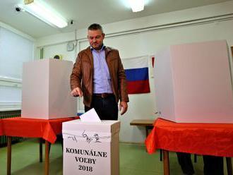 Nové vedenie mesta si volia aj v Bystrici, odvoliť sem prišiel aj premiér