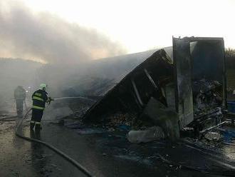 Tragická nehoda v okrese Dolný Kubín: FOTO Neprežila jedna osoba, hasiči zasahujú už dve hodiny